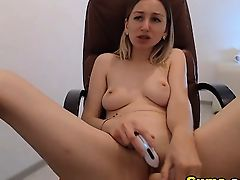 Sexy Babe Dildo Fuck her Shaved Pussy