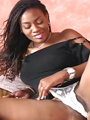 Classy black hottie spreading hot in bed