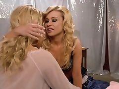 Carmen Electra lesbian kiss