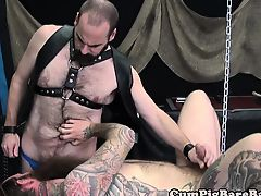 Ripped wolf barebacking before jerking cock